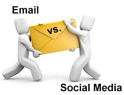 nieuwsbrief vs social media